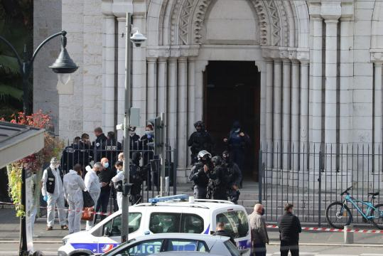 El ataque en Niza se suma a otros intentos de atentado en Avignon y Lyon, un terrorista fue abatido.