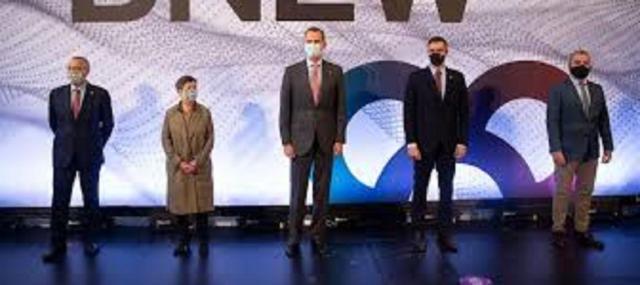 El Rey y Pedro Sánchez en la foto oficial del congreso BNEW