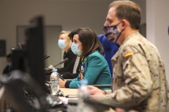 La Ministra de Defensa asiste atónita al relato del rastreo del cabo al paciente de COVID-19