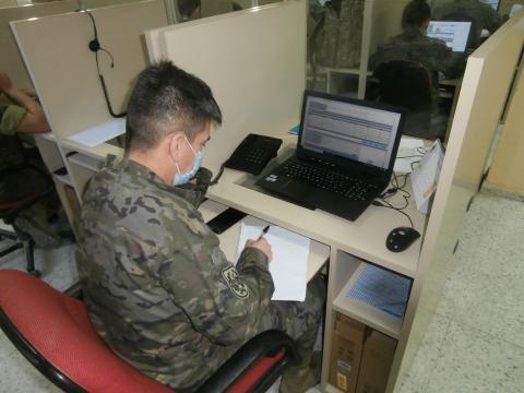 Un militar, cabo rastreador, remueve cielo y tierra para alertar a un sordomudo que está afectado por coronavirus