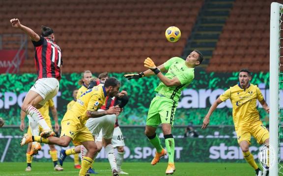 Ibrahimovic sbaglia un rigore, ma poi pareggia sul finale. Foto di: acmilan.com
