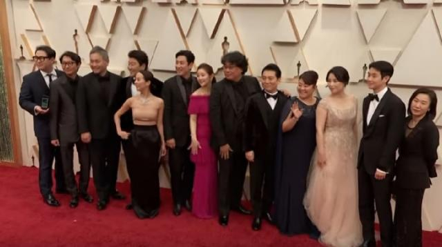 Reaction to 'Parasite' Oscar win by South Korea. [Image source/ET Canada YouTube video]