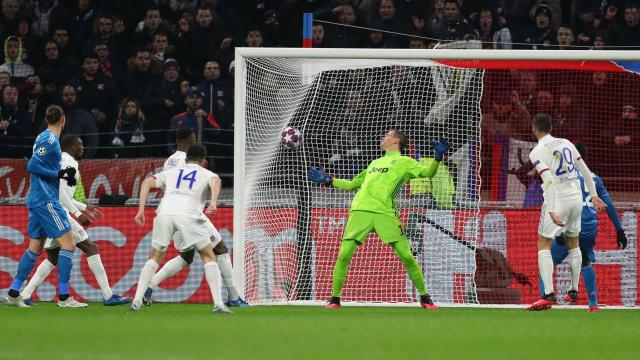 El Lyon dio la sorpresa en casa ante la Juventus. www.foxsportsasia.com