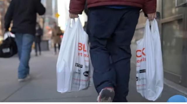 Plastic bags and fur coats, New York welcomes new bans In 2020. [Image source/VOA News YouTube video]