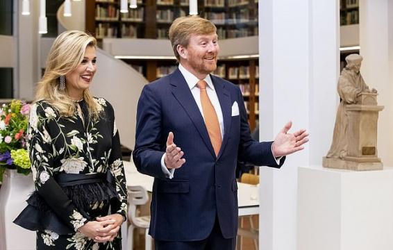 La reina Máxima de Holanda y el rey Guillermo Alejandro en Indonesia.