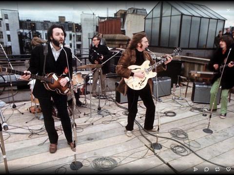 La canzone dei Beatle: 'Let it be' cantata sul tetto della loro casa discografica. Sarebbe stato il loro ultimo concerto.