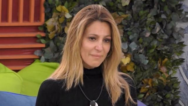 Adriana Volpe in lacrime abbandona la casa del GF Vip 4.