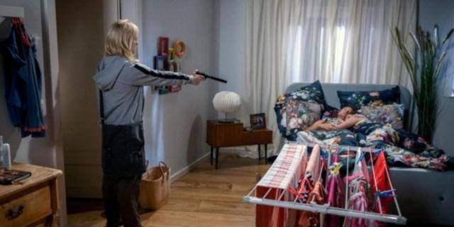 Tempesta D'Amore, Annabelle tenta di uccidere Denise.