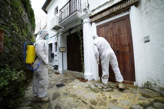 La desinfección de residencias de mayores ha sido muy amarga por las terribles condiciones que las tropas han encontrado a los ancianos