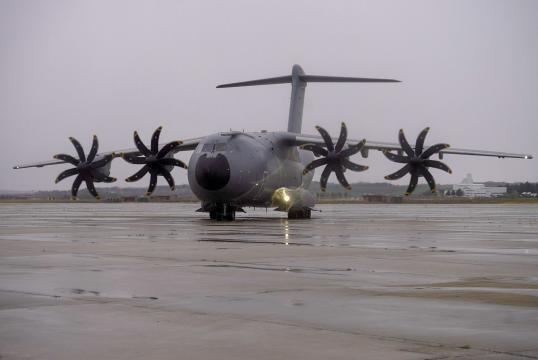 Llegada del A-400M con ayuda procedente de China
