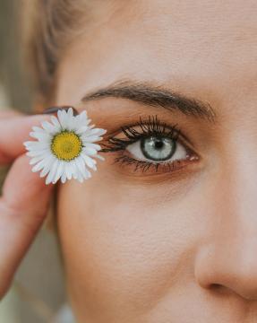 Incluir el aceite de almendras en la rutina de belleza es favorecedor para la piel.