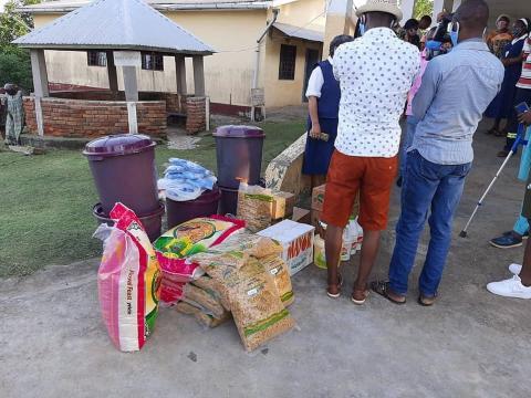 Remise de don au Centre des Handicapés de Sangmélima (c) Raymond Barre Mekamba