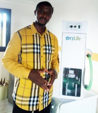 Elvadas Kengne, concepteur de l'appareil respiratoire Oxylife (c) Elvadas Kegne