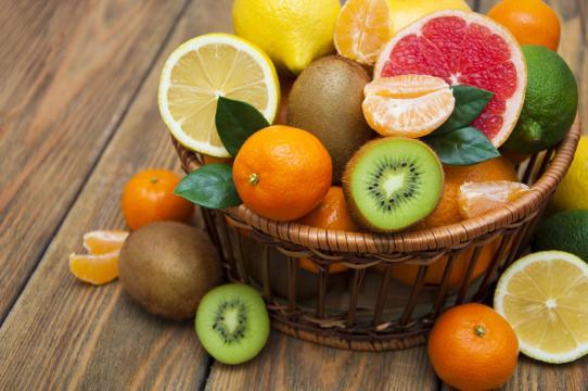 En tiempos de coronavirus es necesario aumentar el consumo de frutas cítricas. - cocinayvino.com