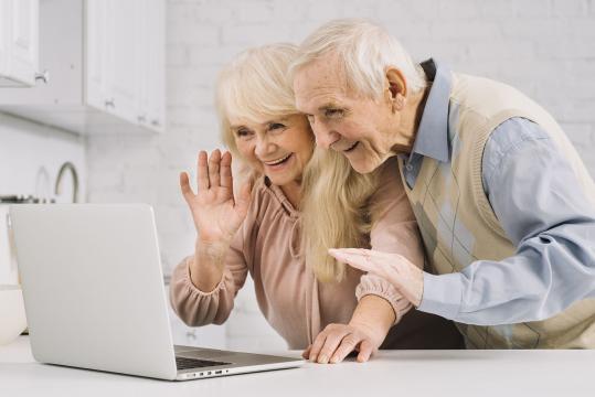 Iniciativas de residencias de mayores para facilitar la comunicación