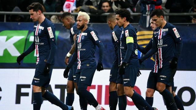 Algunos de los jugadores del equipo de fútbol francés PSG, durante el torneo por la Copa de la Ligue. - goal.com