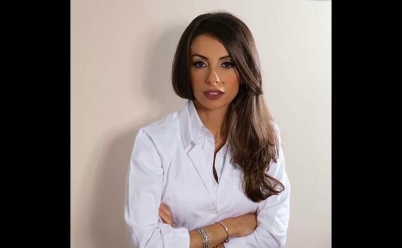 Dott.ssa Carla Cimmino: biologa, cosmetologa, appassionata ed esperta di 'bellezza e cura del corpo'.