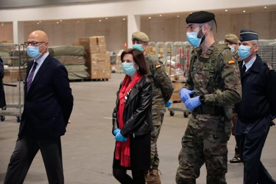 La cúpula del Ministerio de Defensa acudio a la visita homenaje al hospital del IFEMA