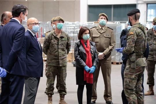 La ministra es informada de la actuación de las FAS en el hospital del IFEMA donde estas han sido reconocidas por su papel contra el Coronavirus