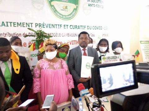 Prince Théophile Kwendjeu et la Diaspora Modèle lors de la présentation de Viro-Green F4 (c) Paul Fils Eloundou