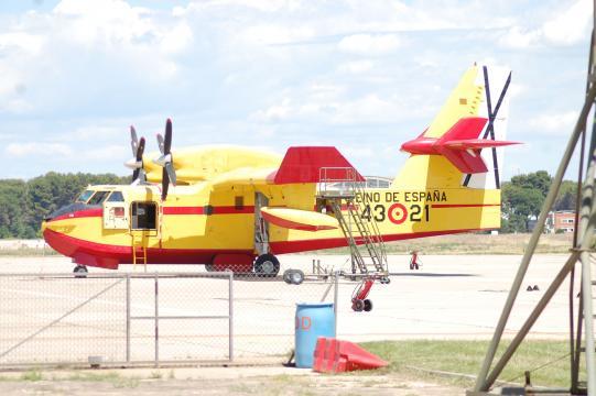 Un Canadair en su Base de Torrejón presto a operar.