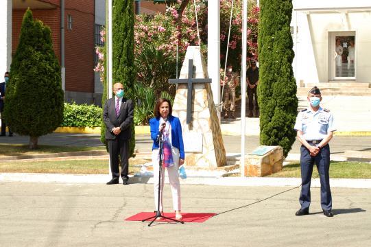 Flanqueada por el JEMAD y el Secretario de estado la ministra Robles agradece la labor de las FAS contra el Coronavirus