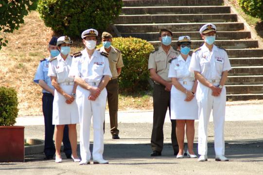 Junto a sus compañeros civiñles el personal militar de sanidad estuvo luchando en primera linea contra el virus