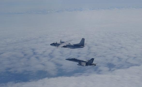 Un Antonov AN-24 es interceptado por los cazas españoles