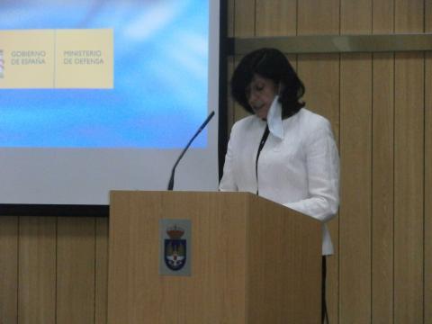 La secretaria de estado de defensa expone las directrices de su departamento, sobre programas de armamento.