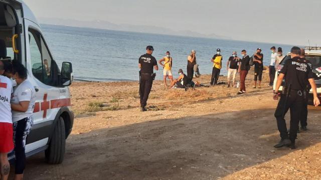 Preocupa la cantidad de pateras y barcazas de inmigrantes a las costas murcianas, con ciudades que están atravesando un rebrote de COVID-19.