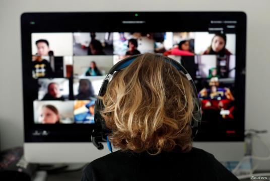 Relacionarse a través de videoconferencias agota más que hacerlo en persona.