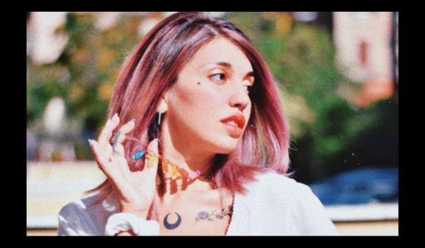 Veronica Satti è protagonista della web serie Girls Like You, scritta e diretta da Rosy Di Carlo.