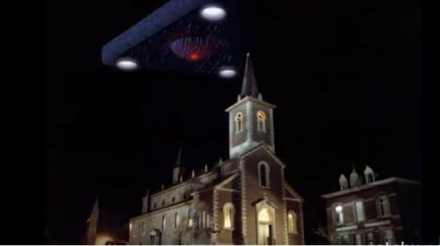 One of the top 20 UFO caught on camera. [Image source/WatchMojo.com YouTube video]