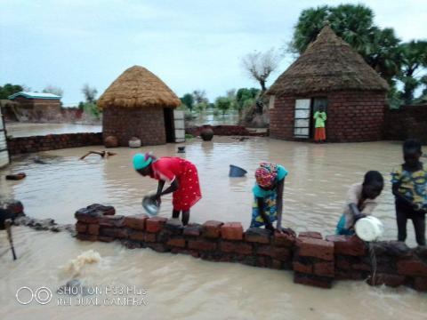 Des familles touchées par ces inondations (c) Adolarc Lamissia