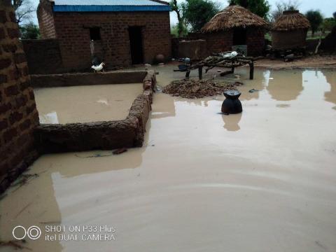 Les domiciles abandonnés à cause des inondations (c) Adolarc Lamissia