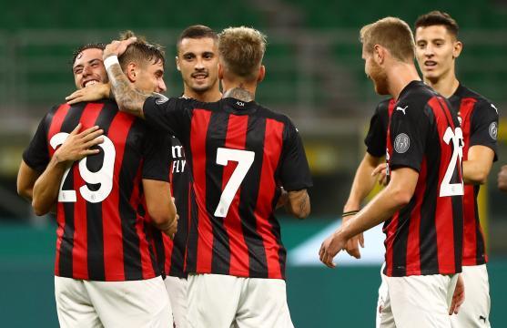 Alcuni giocatori che esultano durante Milan-Monza.