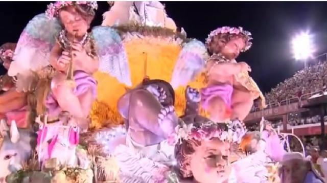 Scene of Rio Carnival 2020 | Mangueira | Champion Parade. [Image source/Stv Show YouTube video]