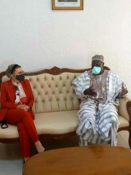 Le Ministre de la Jeunesse Mounouna Foutsou et S.E Corrina Fricke (c) Minjec