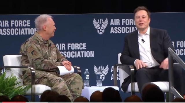 Elon Musk talks Mars, Moon, Starship & Super Heavy. [Image source/Warren Redlich YouTube video]
