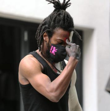 L'artiste performeur et danseur Snake (c) Cie Zora Snake
