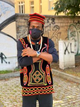 Le danseur Snake originaire du Cameroun (c) Cie Zora Snake