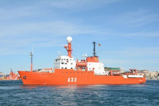 El Hespérides abandona el Puerto de Cartagena rumbo al Continente Antártico