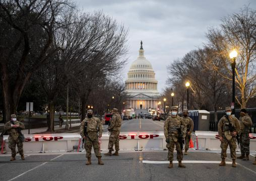 Militarizada y casi vacía: así está Washington a solo un día de la toma presidencial de Biden. - telemundo20.com