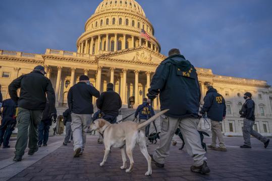 Retiran a 12 guardias de ceremonia de investidura de Biden.