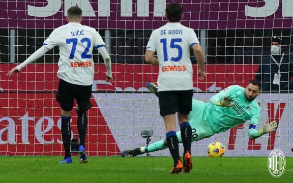 Milan - Atalanta: Ilicic segna il gol del raddoppio beffando Donnarumma - foto da: acmilan.com