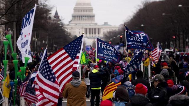 Los seguidores de Trump se dirigen al Capitolio momentos antes del asalto