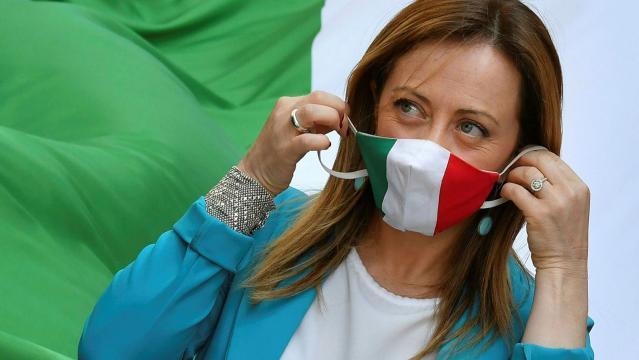 Giorgia Meloni, leader di Fratelli d'Italia, ha annunciato che la Direzione nazionale del partito ha approvato all'unanimità il No al Governo.