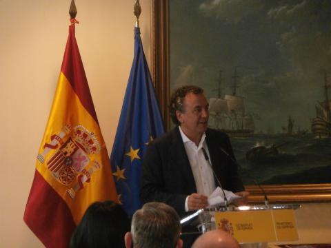 El periodista Roberto Brasero ilustra el papel de las FAS en la lucha contra la pandemia