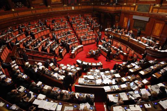 Il Parlamento italiano non ha ancora prodotto una legge che regola depenalizza l'eutanasia.