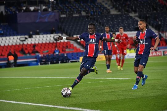 Gueye de manera callada dio un gran partido en el mediocampo del PSG. (@PSG_English)
